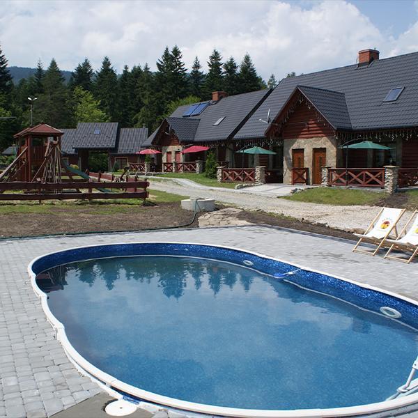 basen położony przy domku